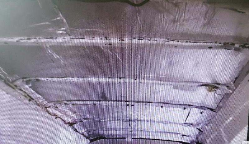 贴了中亚保温铝箔橡塑保温板的车顶