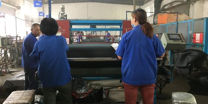 专业橡塑保温板厂家选哪家-专注行业15年口碑好[中亚保温]