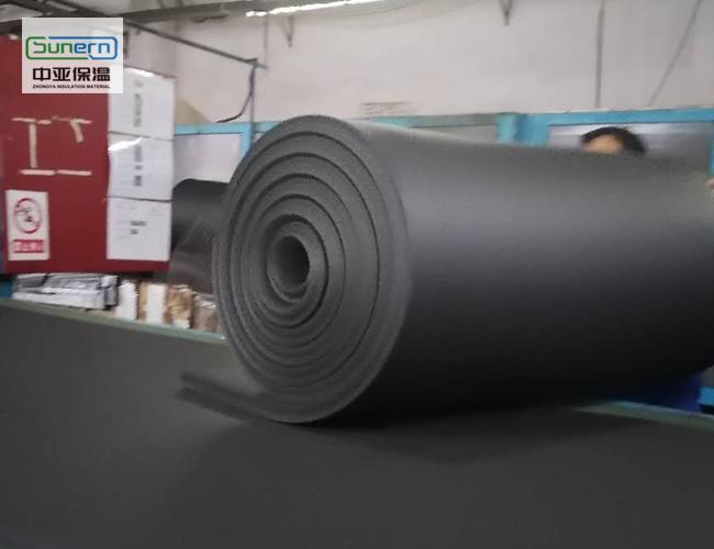b1级阻燃橡塑保温板生产中