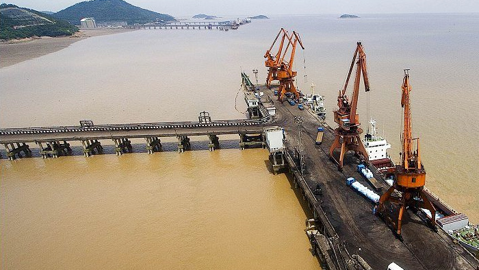 乍浦港使用中亚橡塑保温管材料